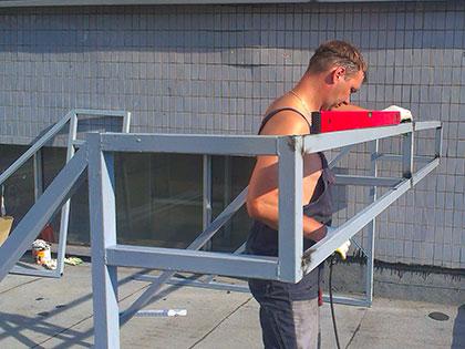 Монтаж крышной рекламной установки